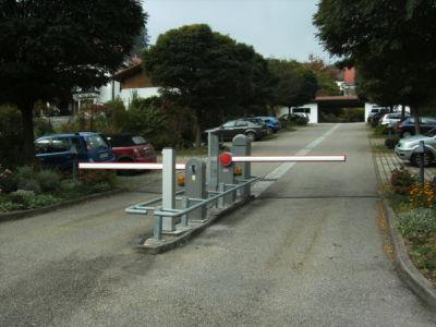Parkplatzschranke Ein- & Ausfahrt getrennt mit Münzleser