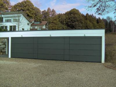 3 Flächenbündige Sektionaltore mit gepulverten Aluminiumplatten