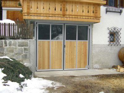 Falttor 1-1 2-flügelig mit Verglasung und Holzschalung