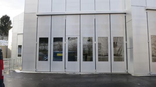 Falttor Polotherm 3-3 mit Schlupftüre und Verglasung