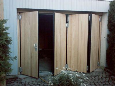 Falttor 1-3 mit Senkrechter Holzverkleidung- öffnend
