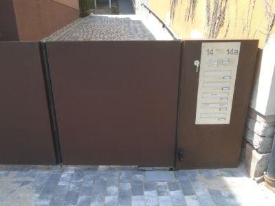Edelstahl-Briefkastenanlage zum Einbau in Mauer oder Seitenteil einer Toranlage